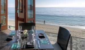Splashes table looking out over the beach and ocean